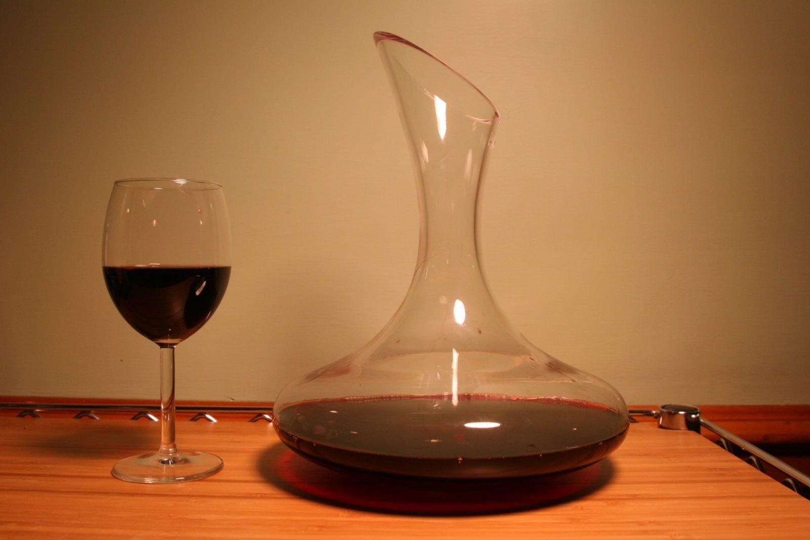 Декантация вина