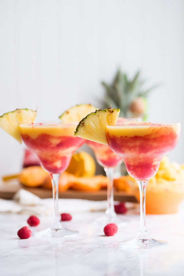 Коктейль Маргарита с ананасом и малиной (Pineapple Raspberry Margarita)