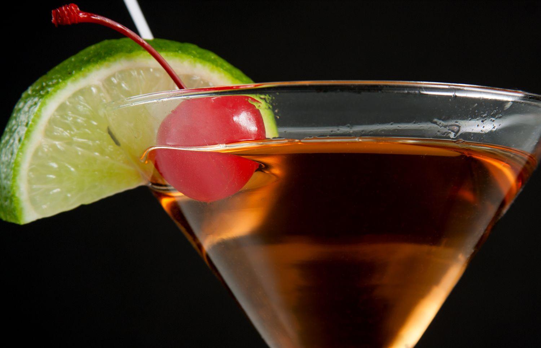 Слабоалкогольный освежающий коктейль с белым вином