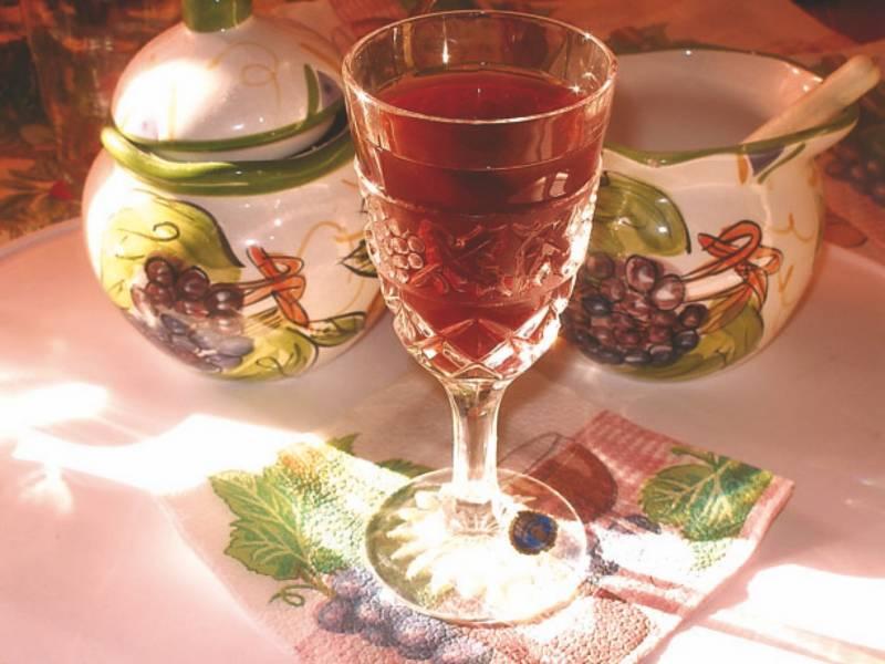 Рецепт домашней клубничной наливки
