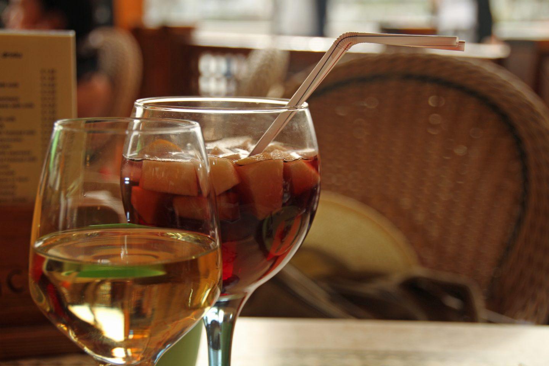 Коктейли с красным и белым вином