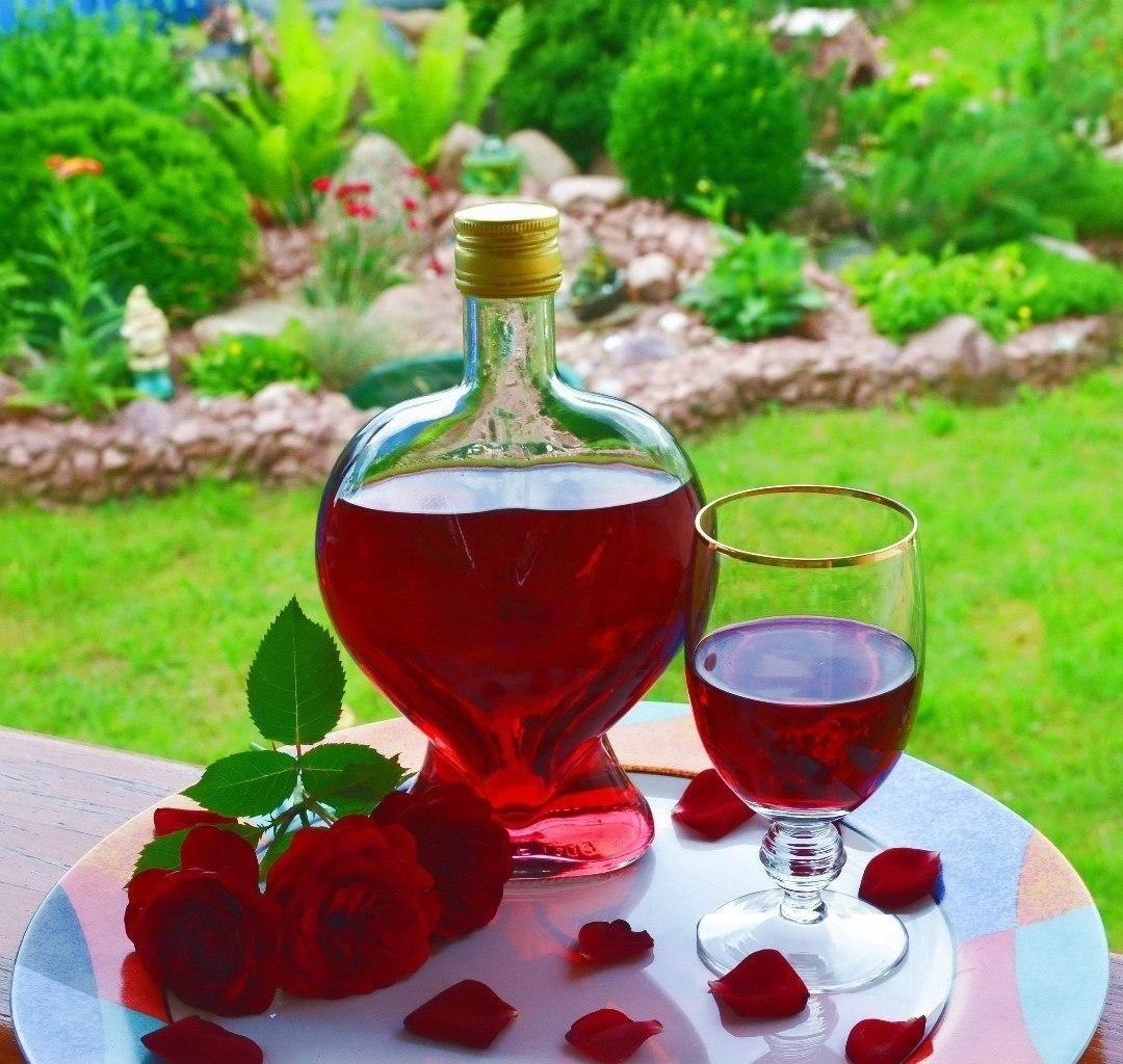 Рецепт ликера из лепестков розы