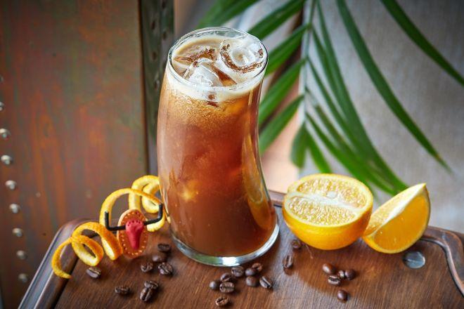 Ледяной апельсиновый кофе