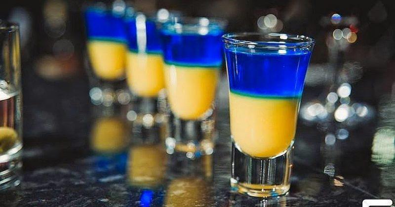 Жёлто-синие коктейли